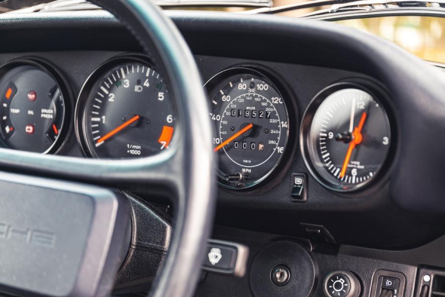 LOT NO. 448 - 1988 PORSCHE 911 CARRERA 3.2 SPORT interior